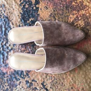 Report Shoes - {Report} Tan Mule Flats. Size 7.5. New!